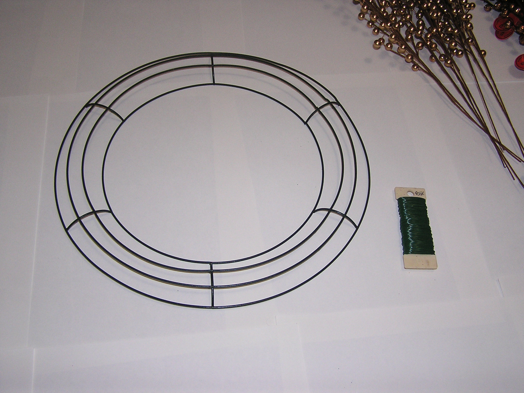 using a basic wire wreath frame - Wire Wreath Frame